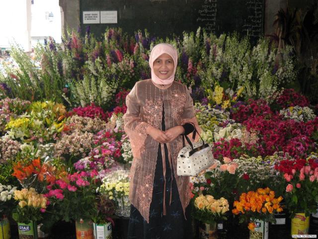Bu Zubaidah dan Bunga